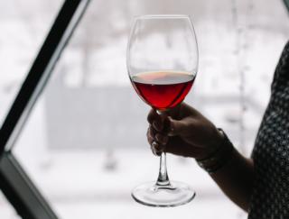 妊活でもアルコールは大敵?  海外研究で、月経周期の段階によって飲酒の影響に違いがあると判明