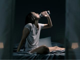 じめじめと暑く寝苦しい夏の夜! 夏の睡眠ケアを専門家が教えます