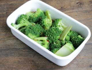 便秘解消! 野菜ひとつで簡単に作れる「ブロッコリーのピリ辛めんつゆマリネ」#腸活レシピ