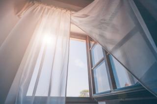 朝、カーテン画像