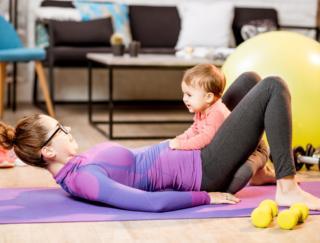 助産師が解説!「産後ダイエット」の注意点と1日10分の「骨盤底筋エクササイズ」
