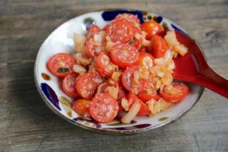ミニトマトとキムチのごま油和え