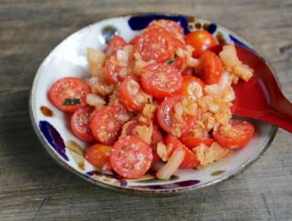 味見が止まらない! 切って、混ぜるだけの「ミニトマトとキムチのごま油和え」#腸活レシピ