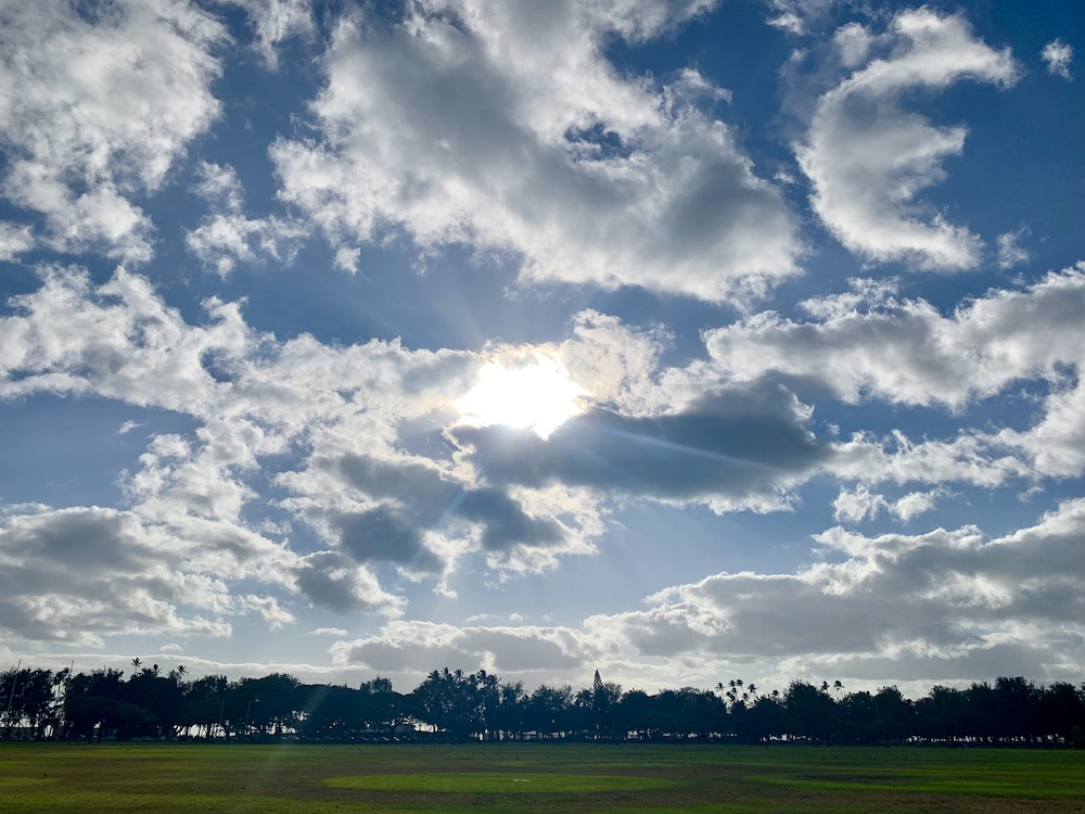 ハワイの広大な広場と大空