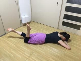 残暑疲れ解消! バレエダンサーが教える、うつ伏せでできるリラックスエクササイズ