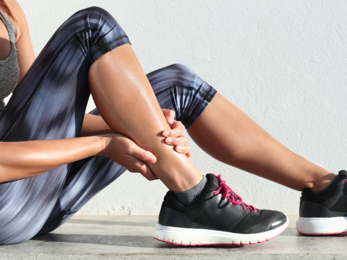 運動したら足がつった! そんなときの対処法と予防策とは?