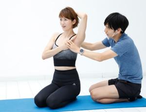 首、肩のこり解消や小顔効果も! モデル・畑野ひろ子さんが森拓郎さんの『リブトレ』に挑戦!【カラダ、ココロ、整うプロジェクト】